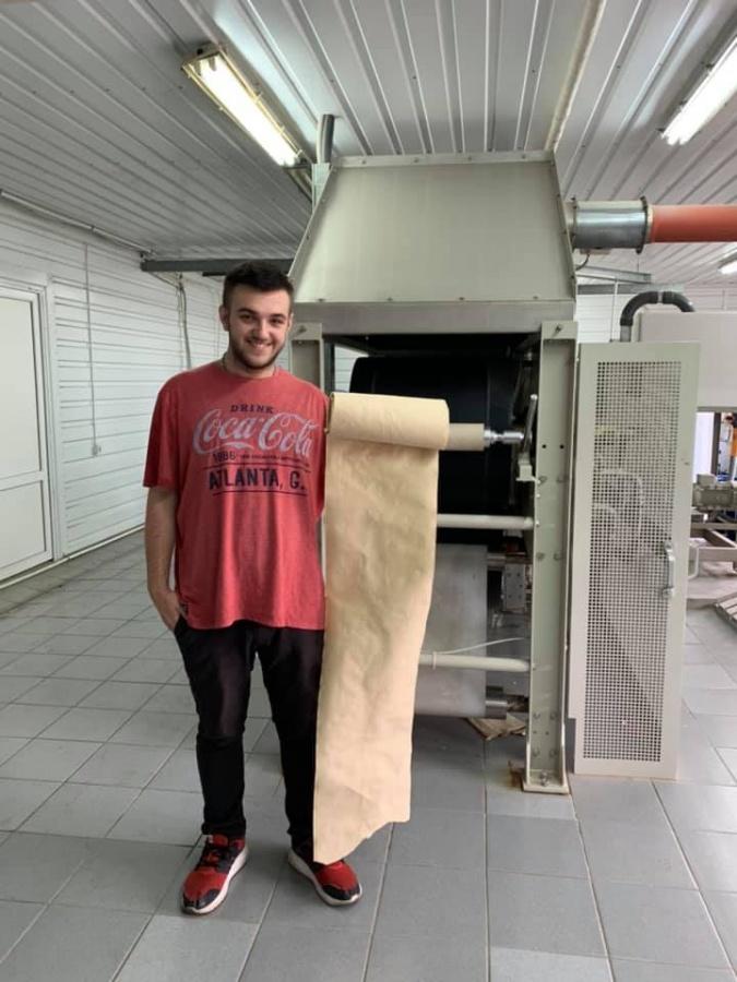 Студент із Закарпаття готує до запуску першу в світі лінію з переробки опалого листя на папір